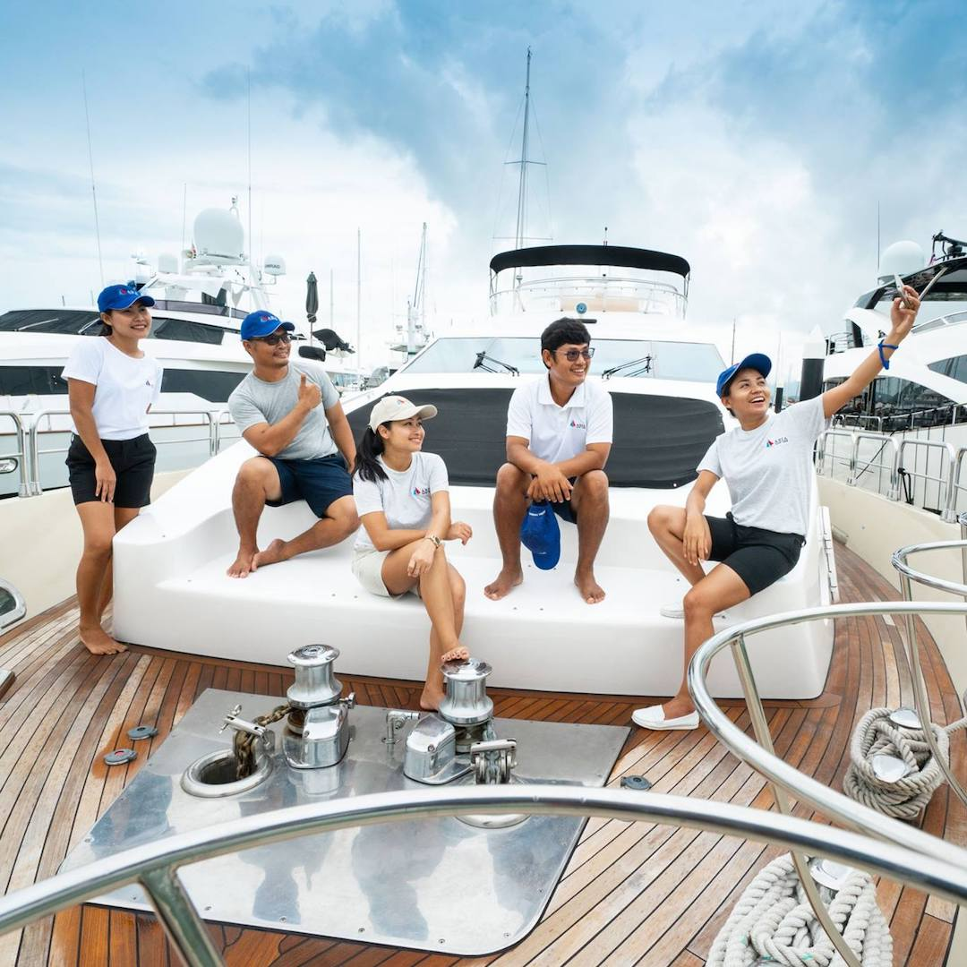 Thai yacht crew